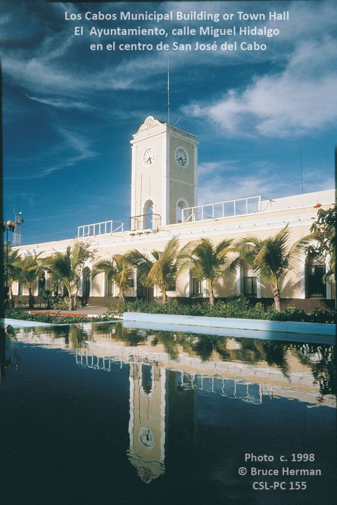 San Jose del Cabo municipal building pre-1995, with the old fountain in the plaza.