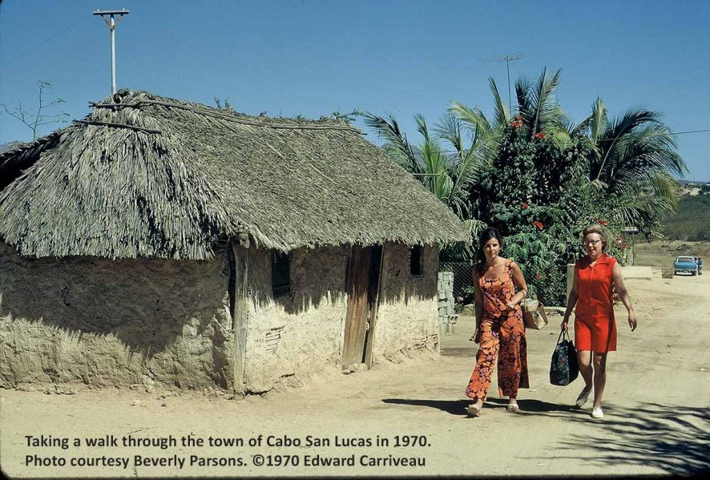 small-house-downtown-cabo-1970-carriveau-2